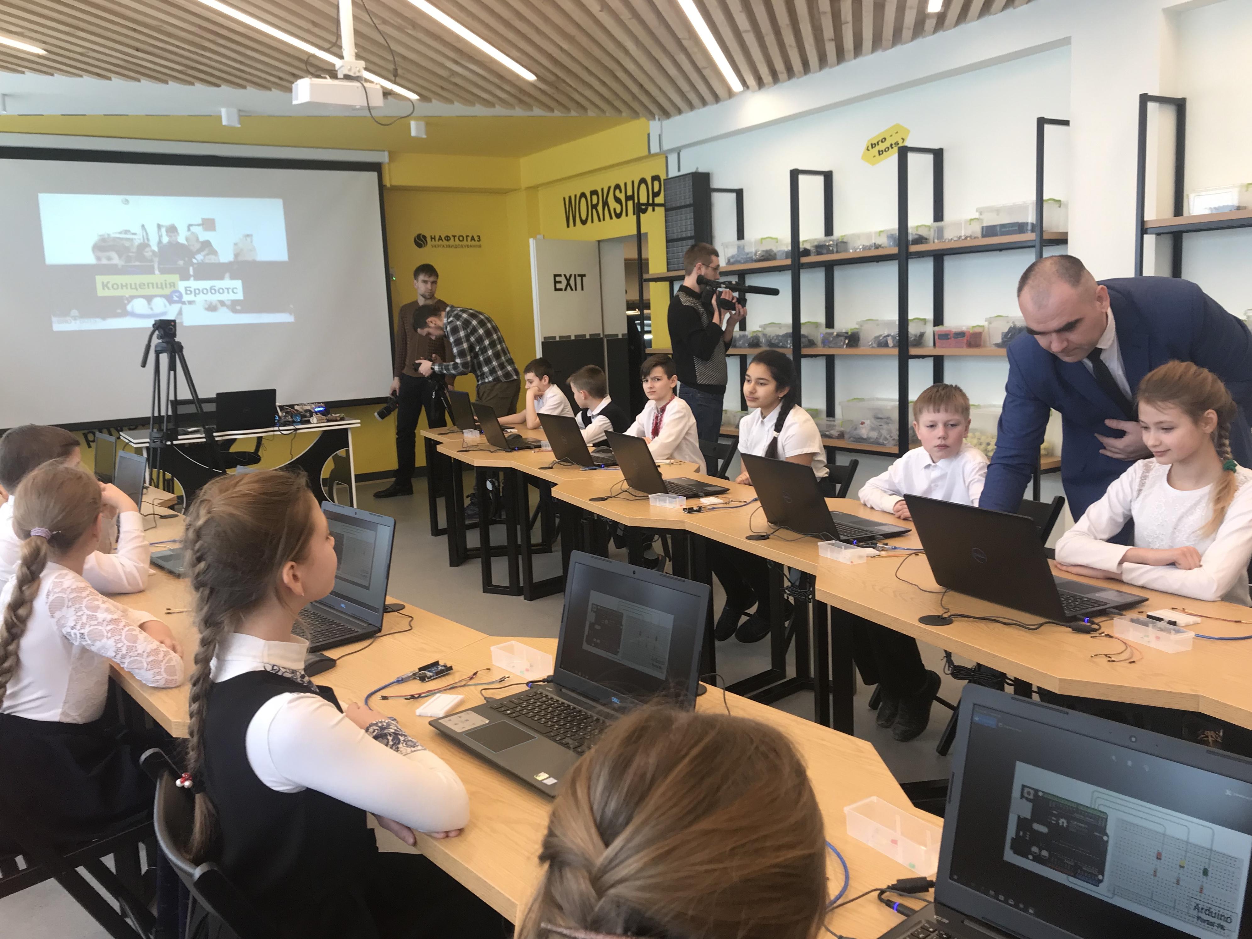 За сприяння Укргазвидобування  у школах Харківської області відбулося відкриття сучасних навчальних класів робототехніки